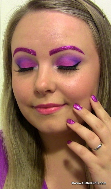 Daisy Duck makeup
