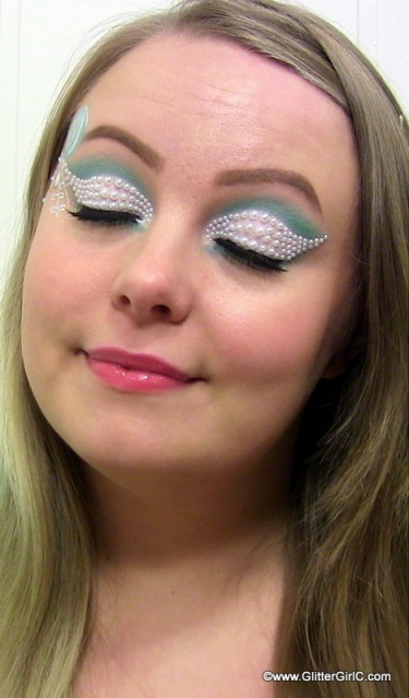 White and mint makeup