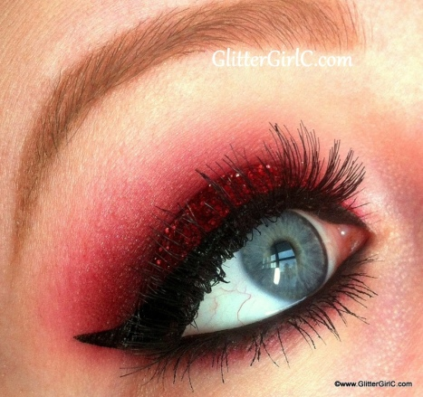Red Glittery christmas makeup