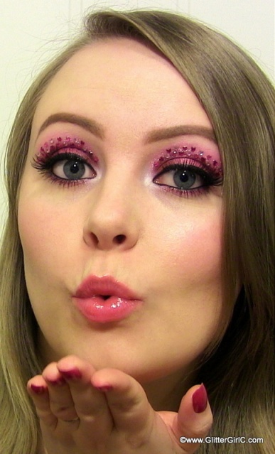 Valentine's Day makeup look pink hearts